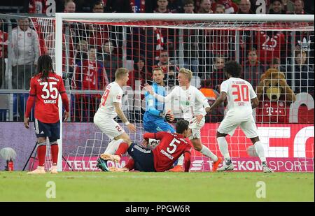 firo: 25.09.2018 Fuvuball, Football: 1.Bundesliga FC Bayern Munich - FC Augsburg, Felix GVtze, Augsburg, jubilation, | usage worldwide - Stock Photo