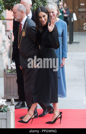 London, UK. 25th Sep, 2018. Britain's Meghan (Front), the Duchess of Sussex, arrives to attend the Oceania exhibition at the Royal Academy of Arts in London, UK, on Sept. 25, 2018. Credit: Ray Tang/Xinhua/Alamy Live News - Stock Photo