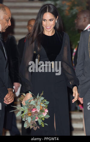 London, UK. 25th Sep, 2018. Britain's Meghan (Front), the Duchess of Sussex, leaves after attending the Oceania exhibition at the Royal Academy of Arts in London, UK, on Sept. 25, 2018. Credit: Ray Tang/Xinhua/Alamy Live News - Stock Photo