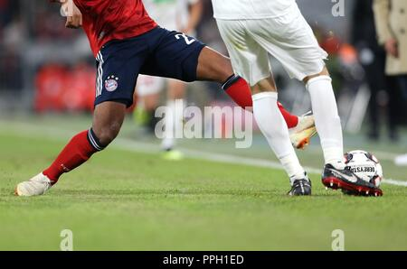 firo: 25.09.2018 Fuvuball, Football: 1.Bundesliga FC Bayern Munich - FC Augsburg, General, Feature, Duels, Munich, Munich, Augsburg | usage worldwide - Stock Photo