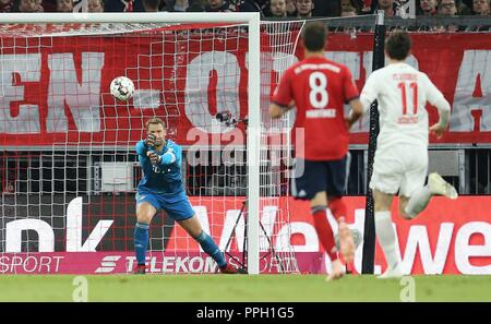 firo: 25.09.2018 Fuvuball, Football: 1.Bundesliga FC Bayern Munich - FC Augsburg, goalkeeper Manuel Neuer, FC Bayern, Munich, Muenchen | usage worldwide - Stock Photo