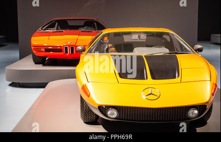 25 September 2018, North Rhine-Westphalia, Duesseldorf: A Mercedes-Benz C111 Type II Concept Auto (v) and a BMW Turbo are in the exhibition 'PS: Ich liebe Dich im Museum Kunstpalast. In the exhibition about 30 sports cars of the 1950s to 1970s can be seen from 27.09.2018 to 10.02.2019. Photo: Christophe Gateau/dpa - Stock Photo
