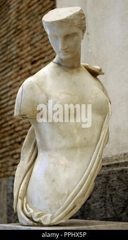 Aphrodite, known as Psyche. Statue. Marble. Roman copy of the Hadrian period. From the summa cavea of the amphitheatre of Campania in Santa Maria Capua Vetere. National Archaeological Museum. Naples. Italy. - Stock Photo