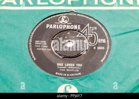 45 single track record in Parlophone green cover. The Beatles, 'She loves You' by Lennon and McCartney. 1963 R5055 - Stock Photo