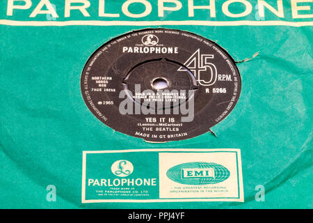 45 single track record in Parlophone green cover. The Beatles, 'Yes It Is' by Lennon and McCartney. B-side. - Stock Photo