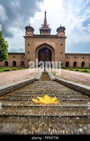 Jamia masjid of srinagar in all its glory with chinar and char bagh - Stock Photo