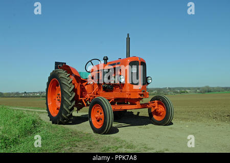 1962 Nuffield 460 tractor - Stock Photo