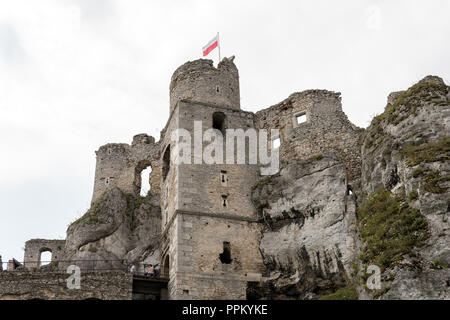 august 2018, ogrodzieniec, poland: people walking to see ruins of medieval castle - Stock Photo