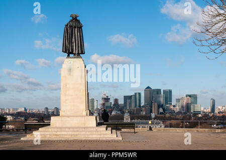 General Wolfe statue at Greenwich overlooking London Docklands. - Stock Photo