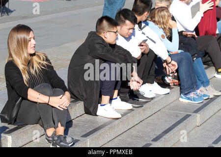 London,UK,26th September 2018,People enjoy the warm Autumn sunshine in Central London as high pressure continues to build this week, the weather will become warmer and more settled in the South with rain in the North of England©Keith Larby/Alamy Live News - Stock Photo