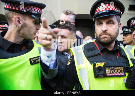 London, UK. 27th Sep, 2018. Tommy Robinson at the Old Bailey for a retrial on charges of contempt Credit: Thabo Jaiyesimi/Alamy Live News - Stock Photo