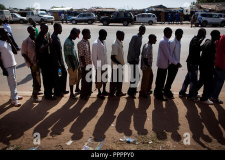 Sunday 9 january 2011 - Juba, Sudan - Southern Sudaneses line up to cast their vote at the John Garang memorial mausoleum where a polling station is being set up in Juba. About four million Southern Sudanese voters began casting their ballots Sunday in a weeklong referendum on independence that is expected to split Africa's largest nation in two. Photo credit: Benedicte Desrus - Stock Photo