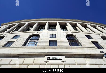 Unilever House (1933: Neoclassical Art Deco) at 100, Victoria Embankment. London, England, UK. - Stock Photo