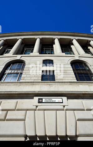 Unilever House (1933: Neoclassical Art Deco) at 100, Victoria Embankment. London, England, UK. - Stock Photo