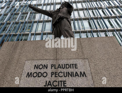 non plaudite modo pecuniam jacite the unknown artist statue or sculpture on bankside in central london behind the tate modern art gallery. - Stock Photo