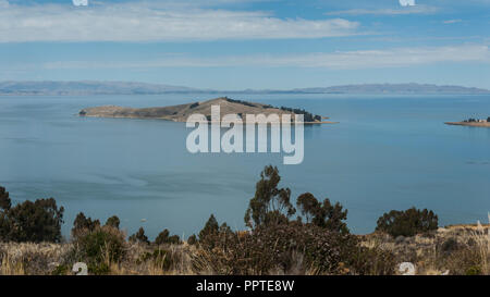Along the road from San Pedro de Tiquina to Copacabana on the Titicaca lake, the largest highaltitude lake in the world (3808m) – Bolivia - Stock Photo