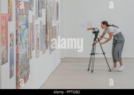 London, UK. 27th Sep 2018. James Howard, Untitled 2007 - Black Mirror the new exhibition at the Saatchi Gallery about art's role in social satire - featuring the work of 26 contemporary artists. It runs from 28 Sept 18 to 13 Jan 19. Credit: Guy Bell/Alamy Live News - Stock Photo