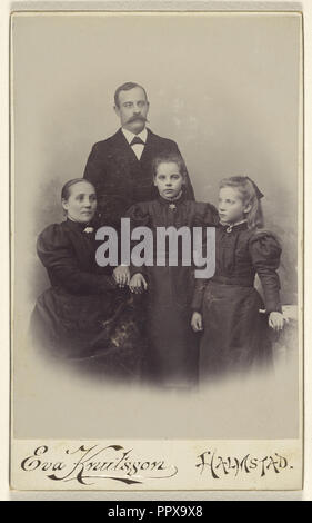 Family portrait: mother, father, and two daughters; Eva Knutsson, Swedish, active Halmstad, Sweden 1860s - 1870s, 1885 - 1890 - Stock Photo