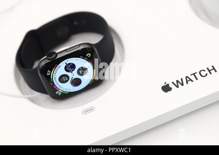 Moscow, Russia. 28th Sep, 2018. MOSCOW, RUSSIA - SEPTEMBER 28, 2018: Apple Watch S4 at a re:Store shop in Tverskaya Street. Anton Novoderezhkin/TASS Credit: ITAR-TASS News Agency/Alamy Live News - Stock Photo