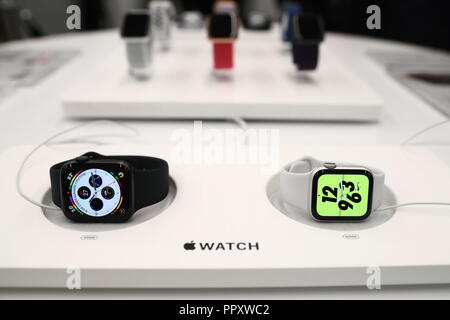 Moscow, Russia. 28th Sep, 2018. MOSCOW, RUSSIA - SEPTEMBER 28, 2018: Apple Watch S4 and Apple Watch S4 Nike  at a re:Store shop in Tverskaya Street. Anton Novoderezhkin/TASS Credit: ITAR-TASS News Agency/Alamy Live News - Stock Photo
