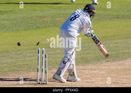 London, UK. 27 September 2018. ,Morne Morkel bowling for Surrey, gets the wicket of Murali Vijay on day four of the Specsavers County Championship game at the Oval. David Rowe/Alamy Live News.