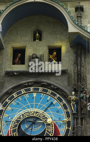 29 September 2018, Czech Republic, Prague: Prague's famous astronomical clock back in operation after nine months of restoration work at 18.00 at the Old City Hall Tower. For most visitors to the Czech capital, the clock called 'orloj' in Czech is a must. Photo: Michael Heitmann/dpa - Stock Photo