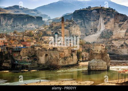 The landscape of the Hasankeyf region. Ancient residential area in Mardin & Batman, Turkey - Stock Photo
