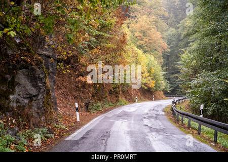Herbst im Strassenverkehr erhöte Achtung - Stock Photo