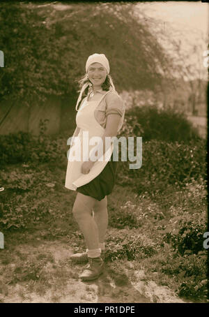 Zionist colonies on Sharon. Borochov. Girls' farm, Polish girl immigrant. 1920, Israel - Stock Photo