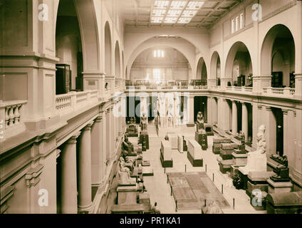 Cairo and district, Egypt. The Egyptian Museum. Interior of main hall, looking down from first floor. Viewed from south end - Stock Photo