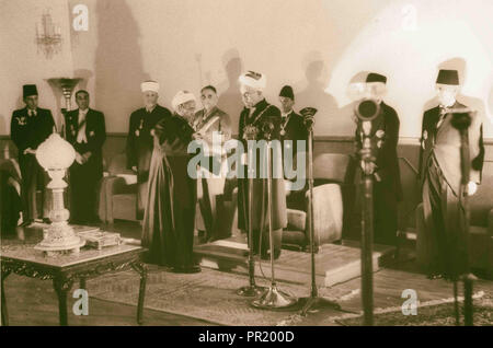 Coronation' of King Abdullah in Amman. Sheik handing King Abdullah proclamation of the 'crowning'. 1946, Jordan, Amman - Stock Photo