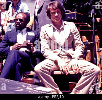 actor, Warren Beatty and California state assembly man, Willie Brown at rally supporting Governor Jerry Brown for US President in San Francisco, May 25 1976 - Stock Photo
