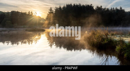 Bwlch Nant yr Arian, Ponterwyd, Aberystwyth, Ceredigion, Wales, UK 29th September 2018 UK Weather: A cold start this morning as the sun rises over the Cambrian Mountains and lights up the landscape of Bwlch Nant yr Arian near Ponterwyd in mid Wales. Credit: Ian Jones/Alamy Live News - Stock Photo