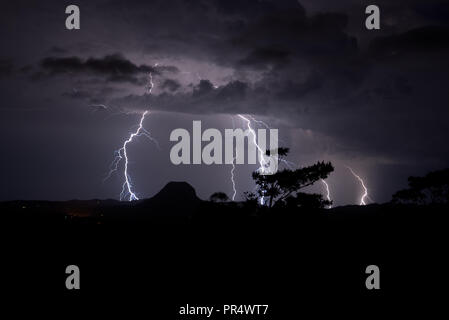 A big thunderstorm hit the Sunshine Coast in Queensland, Australia. the 29th September 2018, a heavy night storm with lot of thunderbolts. Frozigraphie / Alamy Live News - Stock Photo