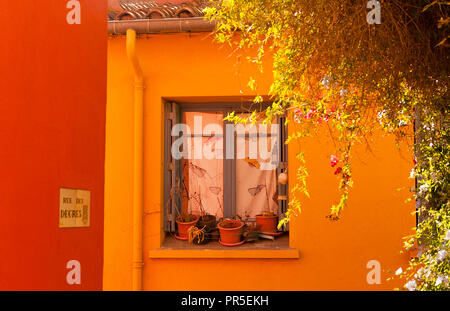 Two houses painted in the colours of the Catalan flag at Collioure, southern France - Stock Photo