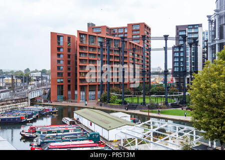 Narrowboats moored in The St. Pancras Basin of Regent's Canal, next to the railway line from St. Pancras International, London, UK, 2018 - Stock Photo