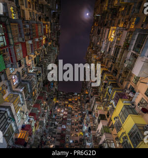 Overcrowded residential building in Hong Kong - Stock Photo
