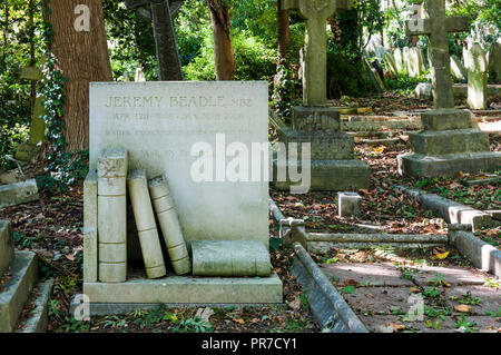 The grave of Jeremy Beadle in Highgate Cemetery, London. - Stock Photo