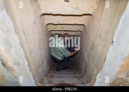 18 September 2018, Saxony-Anhalt, Colbitz: Holger Wille, head of the Lindenwald district, descends from the Altmark military training area in the Letzlinger Heide near Colbitz down the stairs to a former Soviet bunker. There is a bat quarter which was established as a compensatory measure for the construction of the A14 motorway. Photo: Klaus-Dietmar Gabbert/dpa-Zentralbild/dpa - Stock Photo