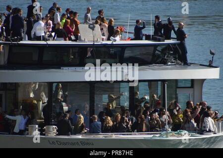 30 September 2018. Fashion week 2018. Catwalk on the water of the Seine river for the defile of LOREAL. 30 september 2018. Paris, Quai d Orsay, Pont de Solferino, Seine River. 14h.  ALPHACIT NEWIM / Alamy Live News - Stock Photo