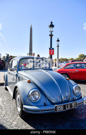 Paris, France. 30 September 2018.  A historic car is seen on the Concorde Square in Paris, France on Sept. 30, 2018. Over 230 historic cars and motos gathered on Sunday on the Concorde Square to celebrate the 120th anniversary of the Paris Motor Show which will take place from Oct. 4 to Oct. 14 this year. Credit: Chen Yichen/Xinhua/Alamy Live News - Stock Photo