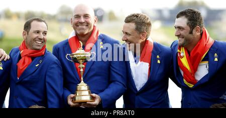 Guyancourt, France. 30th Sep, 2018. Europe Team players and captain Thomas Bjorn (2-L) of Denmark pose with the trophy following their win on the final day of the Ryder Cup 2018 at The Golf National in Guyancourt, near Paris, France, 30 September 2018. Credit: Luis Tejido/EFE/Alamy Live News - Stock Photo