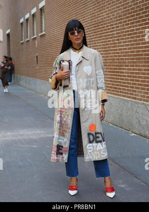 MILAN, Italy, 20 septembre 2018: Fashion blogger posing for photographers in street style before FENDI fashion show during Milan fashion week - Stock Photo
