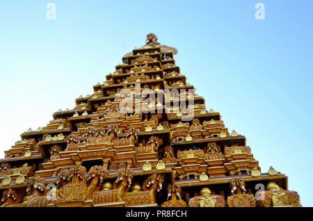 Ornate gopuram pagoda tower with sculpture gods at Nallur Kandaswamy Kovil  Hindu temple Jaffna Sri Lanka - Stock Photo