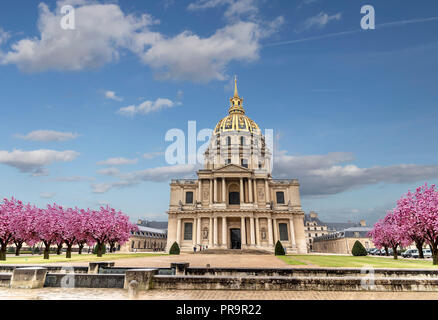 Les Invalides (National Residence of the Invalids) - complex of museums and monuments in Paris, France. Les Invalides is the burial site for some of F - Stock Photo