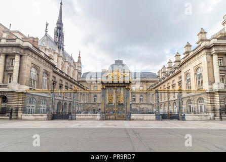 Palais de Justice de Paris (Paris Law Courts). Palais de Justice, one of most important official buildings in Paris, it was site of former royal palac - Stock Photo