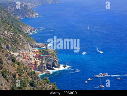 Aerial view of Vernazza vilagge and Mediterranean coast, Cinque Terre, Italy - Stock Photo