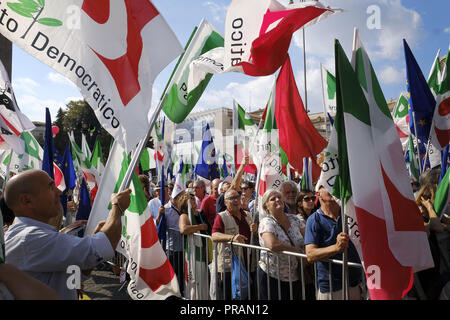 Rome, Italy. 30th Sep, 2018. ROME, ITALY - SEPTEMBER 30: Supporters of Democratic Party (PD), Italian centre-left political party, wave flags during a demonstration against the current government policies on September 30, 2018 in Rome, Italy. Credit: Danilo Balducci/ZUMA Wire/Alamy Live News - Stock Photo