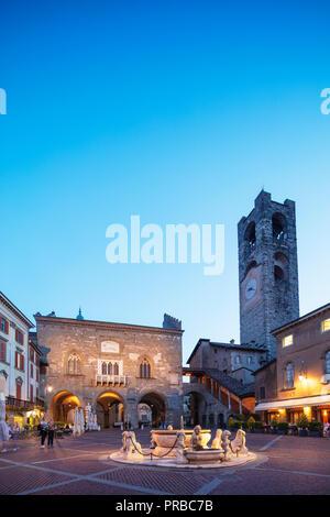 Europe, Italy, Lombardy, Bergamo, Contarini fountain in Piazza Vecchia - Stock Photo