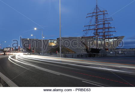 Light trails,V&A Design Museum and RRS Discovery at dusk Dundee Scotland  September 2018 - Stock Photo